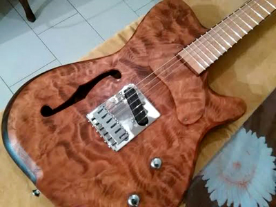 Curly Redwood Guitar by Simone Baragetti Italy sbr.guitars@gmail.com